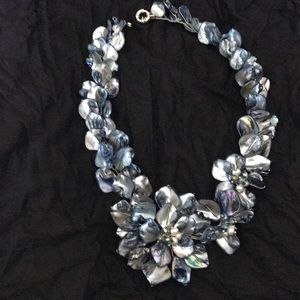 Shell pearl gray necklace